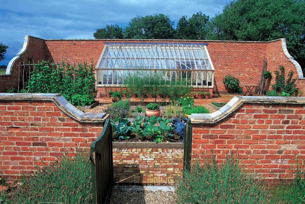 A monopitch lean-to greenhouse with a 30 degree pitch (Alitex)